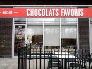 Stores Solaires.(Chocolaterie de Gino Chouinard).